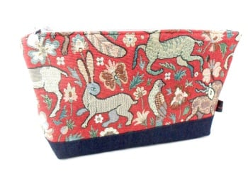 Red tapestry washbag