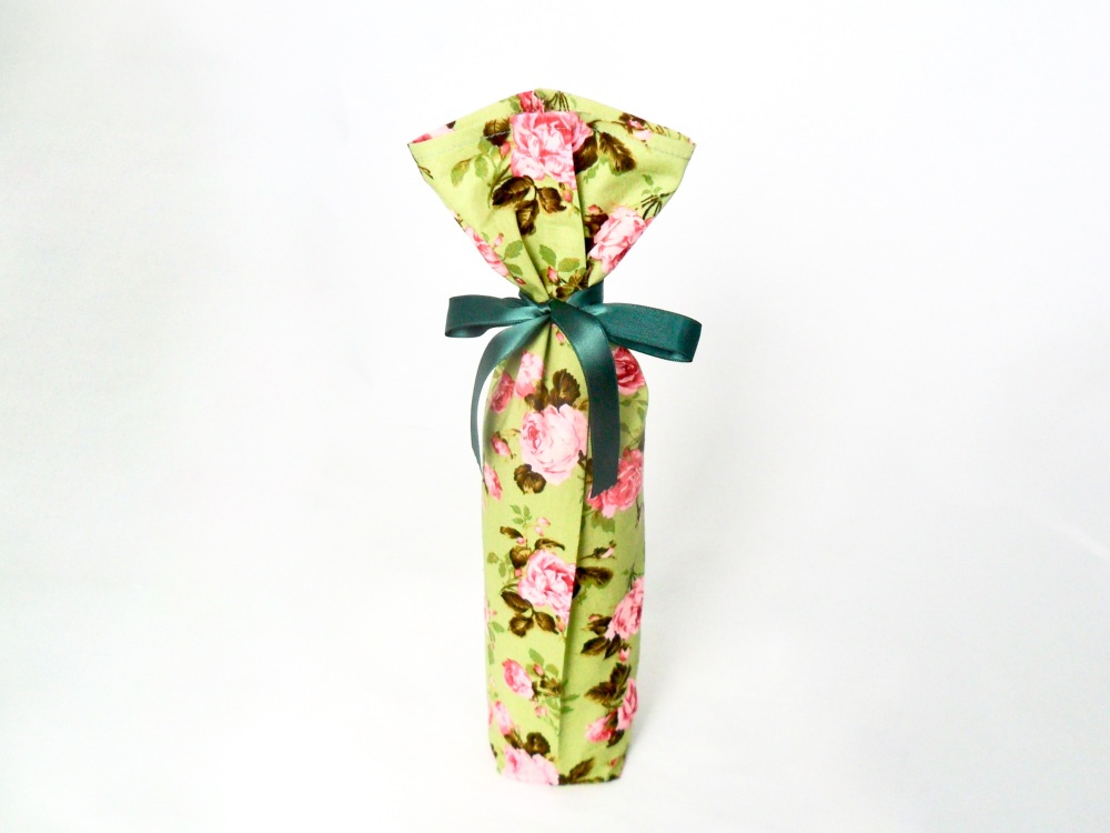Green floral bottle bag