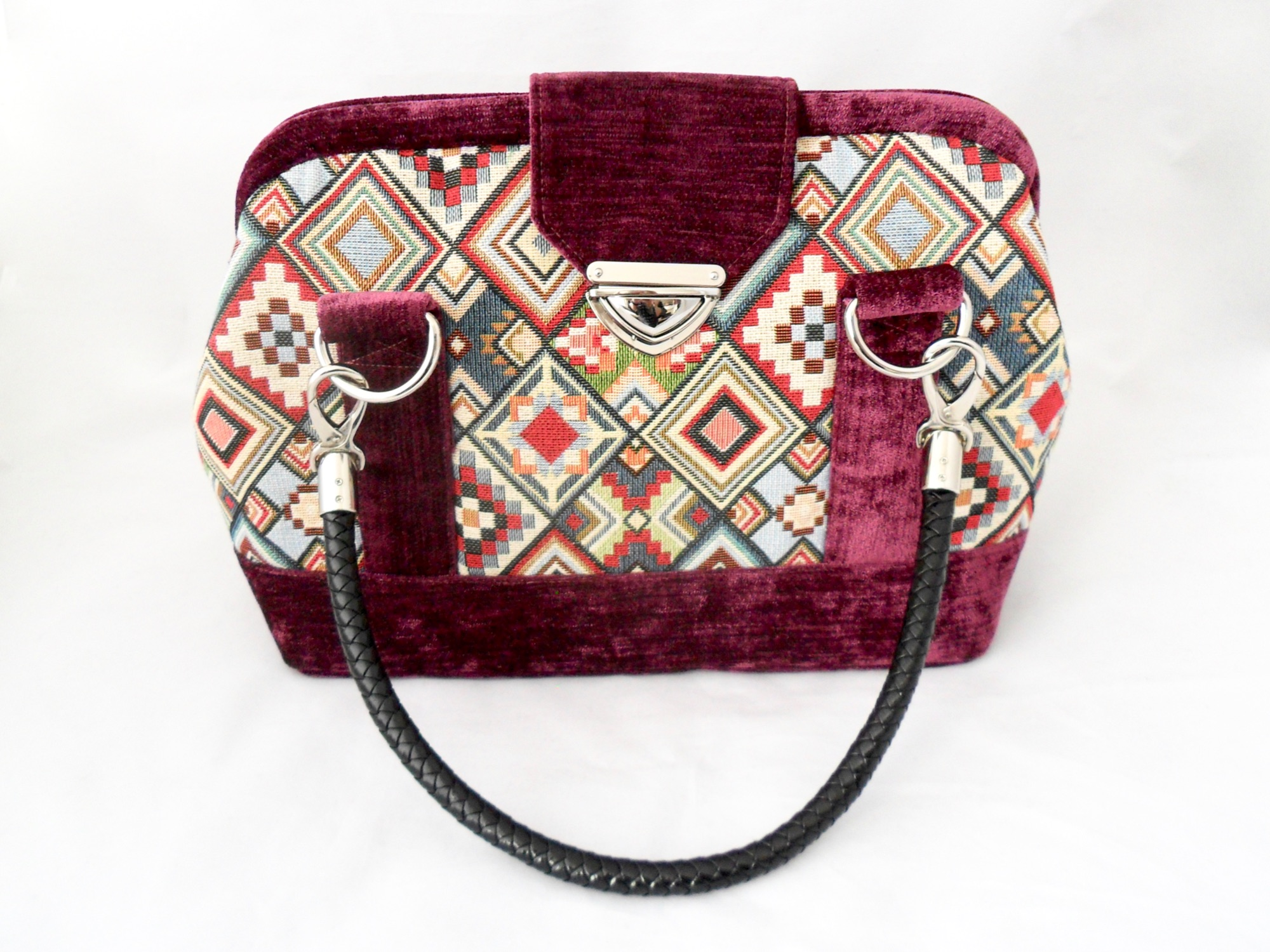 Geometric patterned handbag