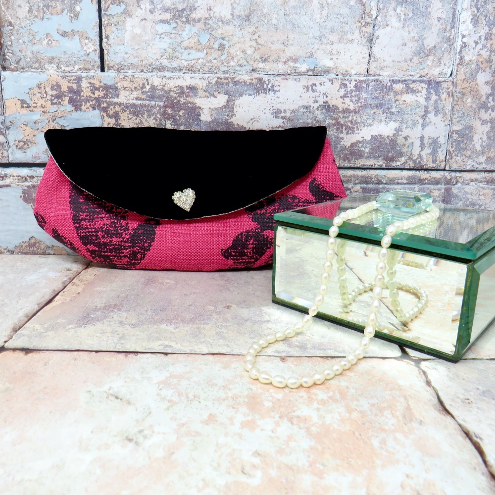 Mini make-up bag in raspberry and black