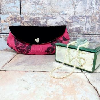 Mini make-up bag in raspberry and black