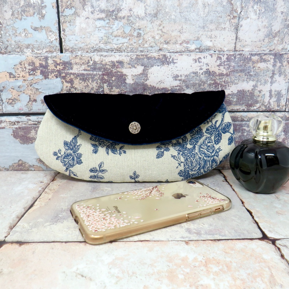 Floral mini clutch in blue
