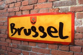 Brussel Vintage City Sign