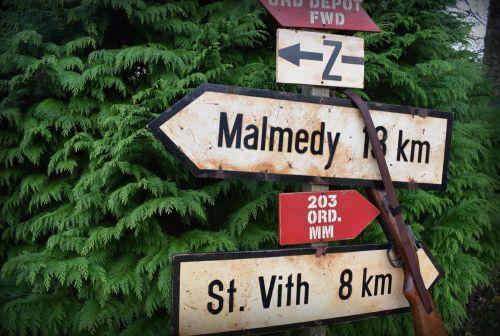 Kaiserbaracke signs