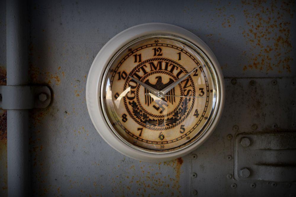 Clock-Got Mit Uns (1)