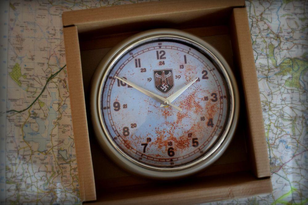 Weirmacht Clock (1)