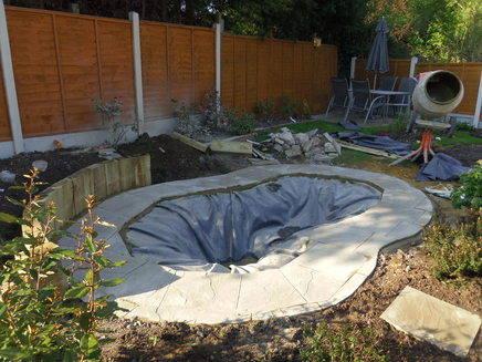 Small medium gardens for Garden designs for medium gardens