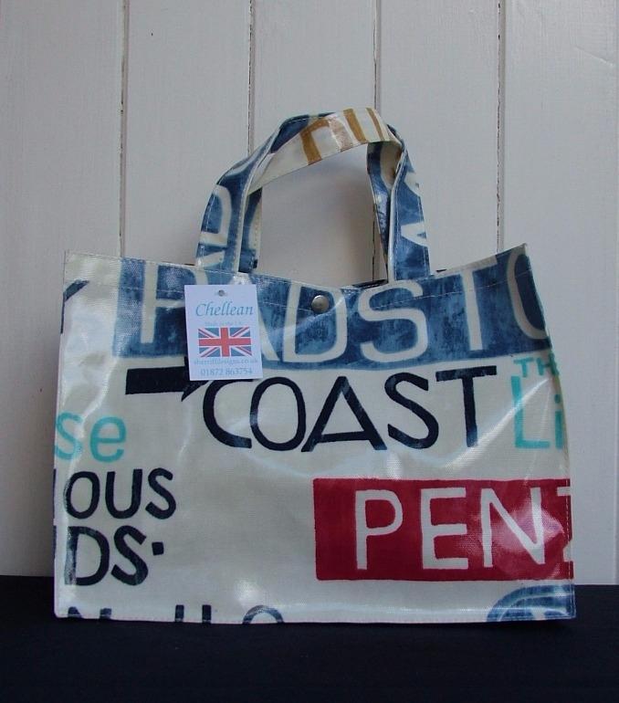 Holidays Short Handle Oilcloth Box Bag