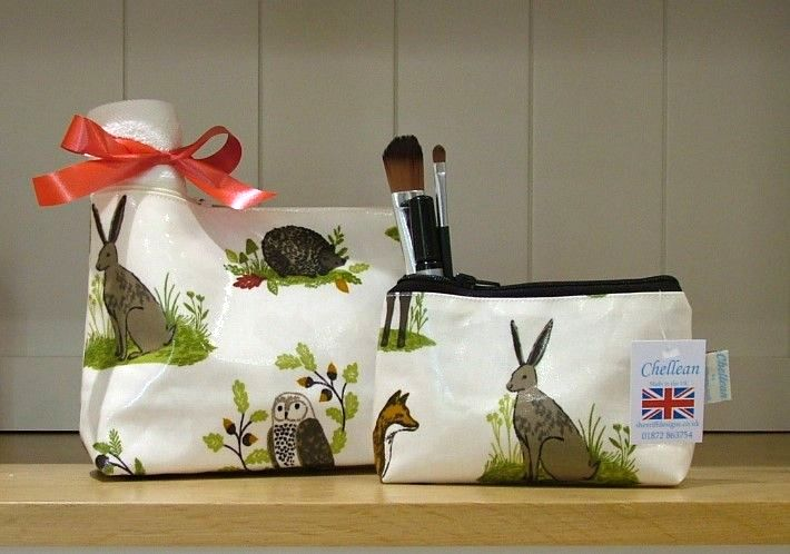 Countryside Oilcloth Wash Bag and Make-up Purse Set