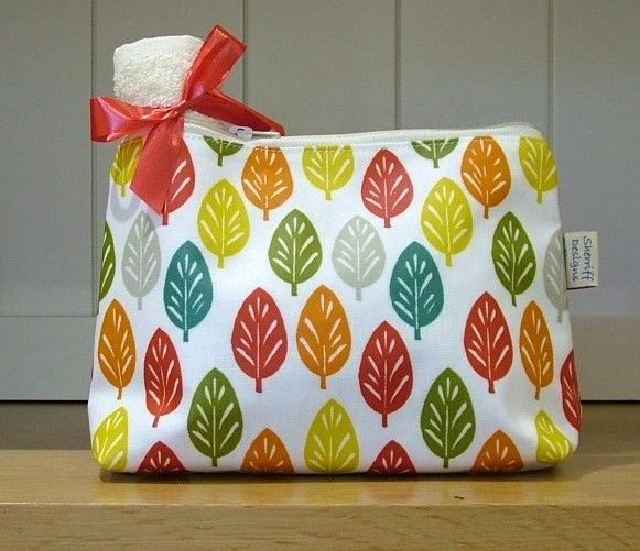 Spruce Oilcloth Wash Bag