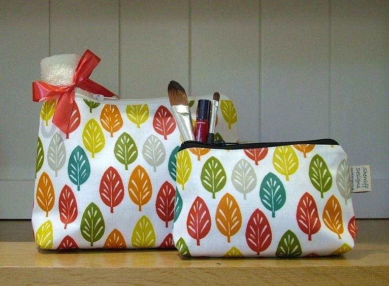 Spruce Oilcloth Wash Bag and Make-up Purse Set