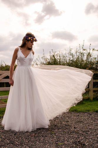 Delphine Keyhole back wedding dress