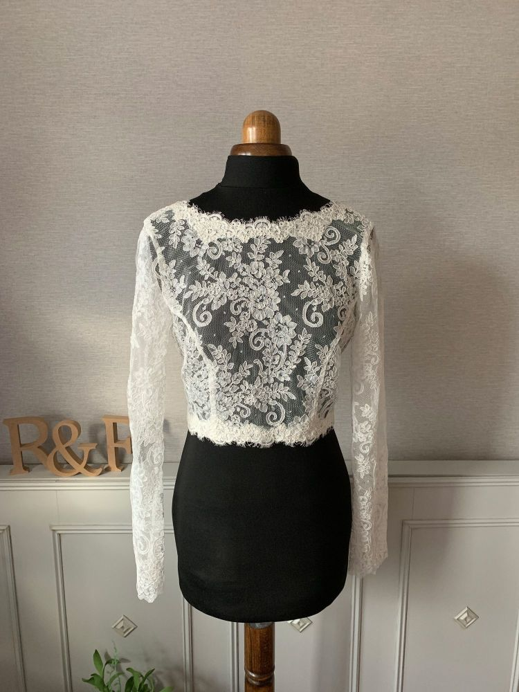 <!-- 009 -->The Elodie Lace topper