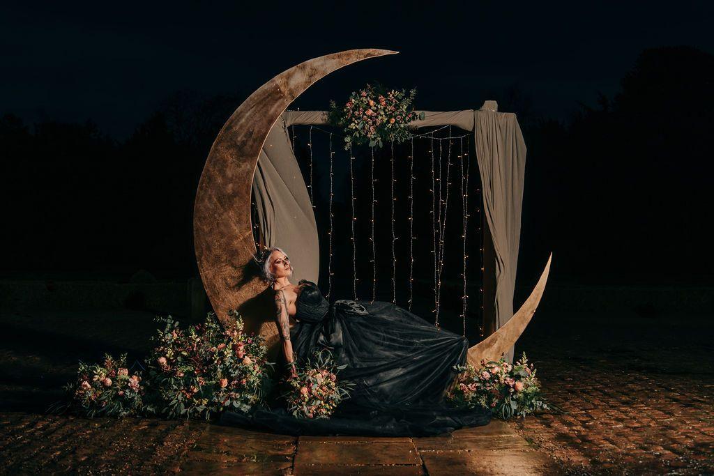 Black_corset_moon_wedding_dress