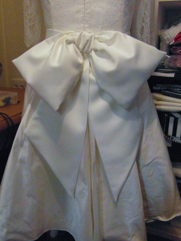 Kelly bridal sash bow