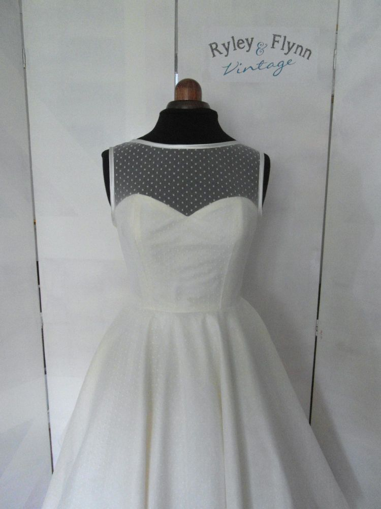 Kelly Lent - The Dotty Dress Deposit