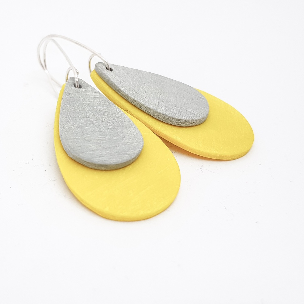 Giant Teardrop Scratched Earrings in Grey and Yellow