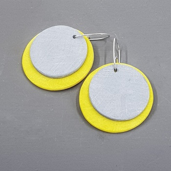 Giant Circles Scratched Earrings in Grey and Yellow