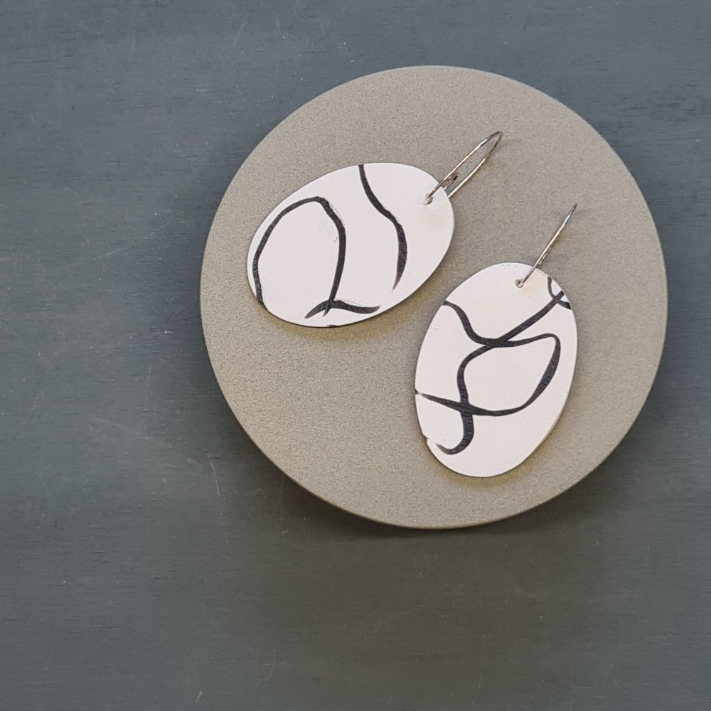 Abstract Scratched Oval Earrings - White and Black