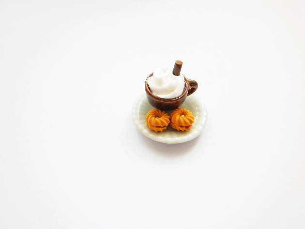 Anne's Hot Chocolate With Cream Biscuit Adjustable Ring