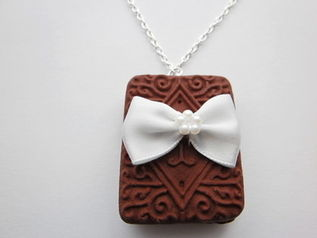 Satin Bow Chocolate Custard Cream Necklace
