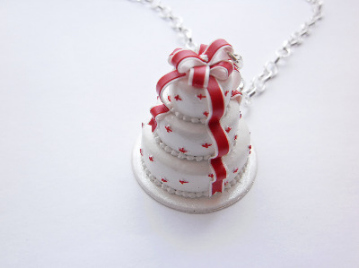 Red Bow Wedding Cake Chocolate Necklace