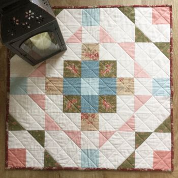 'Make it' Sarah's Gather Round Table Topper Fat Quarter Bundle