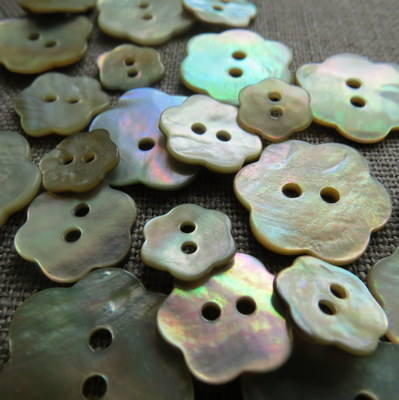 Mother of Pearl Flower Shape Button