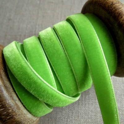 Berisfords Velvet Ribbon ~ Apple Green