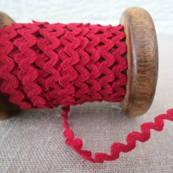 Small Ric Rac ~ Deep Red