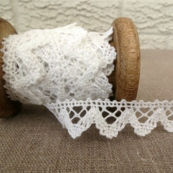 Medium Zig Zag Lace ~ White