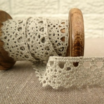 Berties Bows ~ 20mm Scalloped Lace ~ Porridge