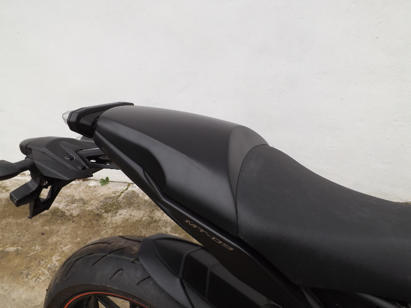 12411a_yamaha_mt09_seat cowl_fitted 2
