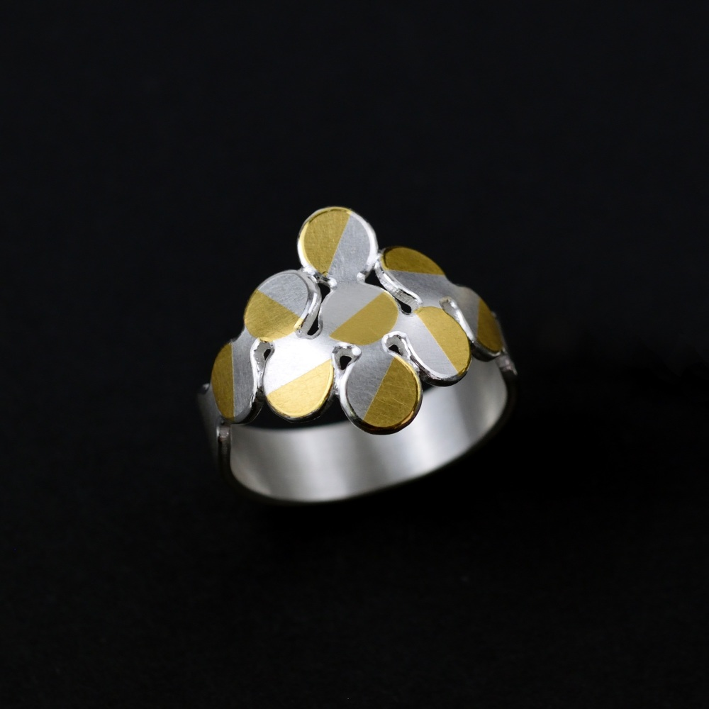 Rhombus 9 circles ring