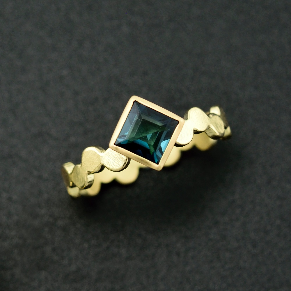 Simple pattern gold ring with green princess cut tourmaline