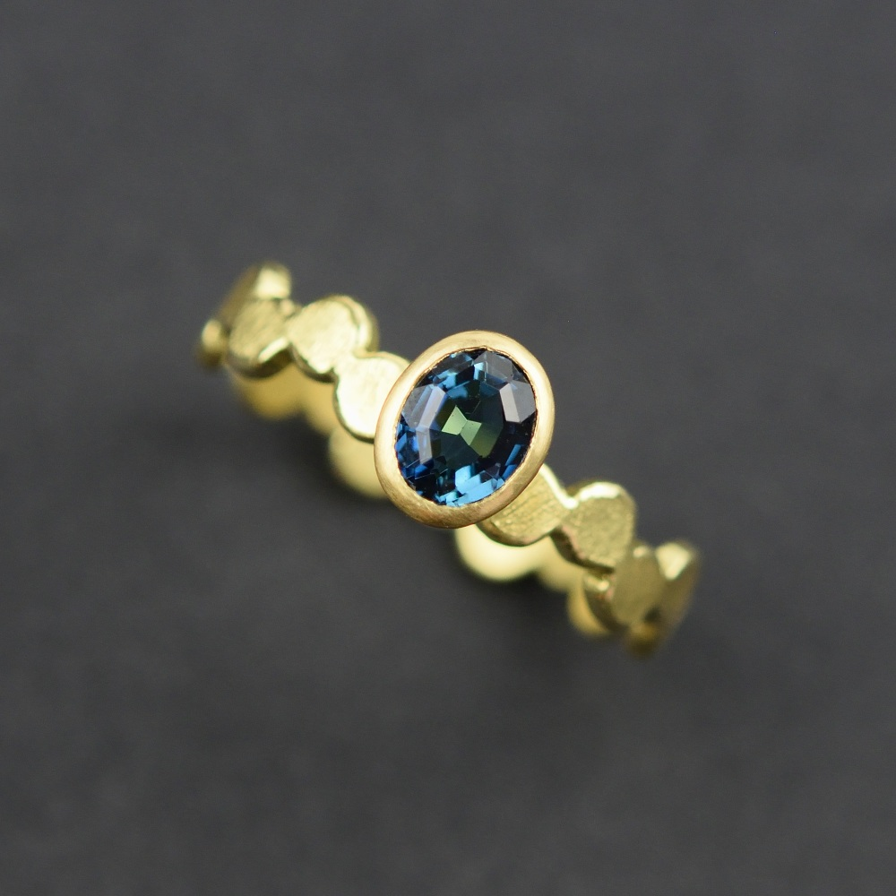 Simple pattern gold ring with blue oval tourmaline