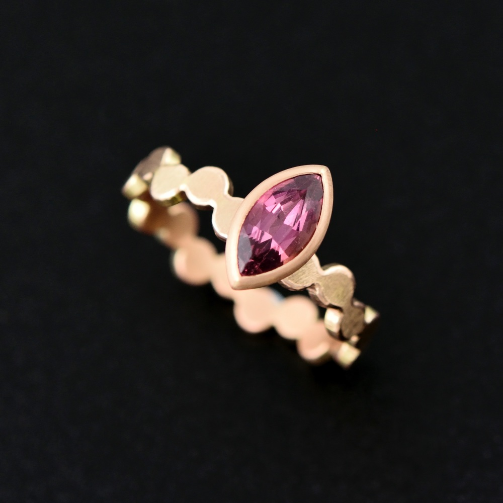 Simple pattern gold ring with pink marquise sapphire