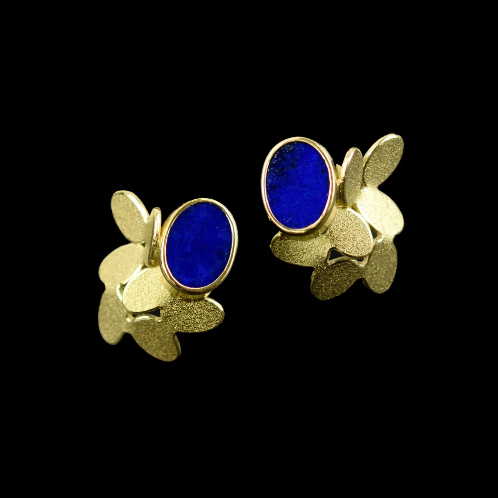 Random ovals pattern gold earrings with lapis lazuli