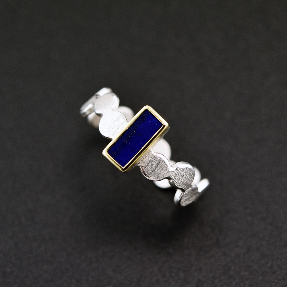 Simple pattern ring with lapis lazuli