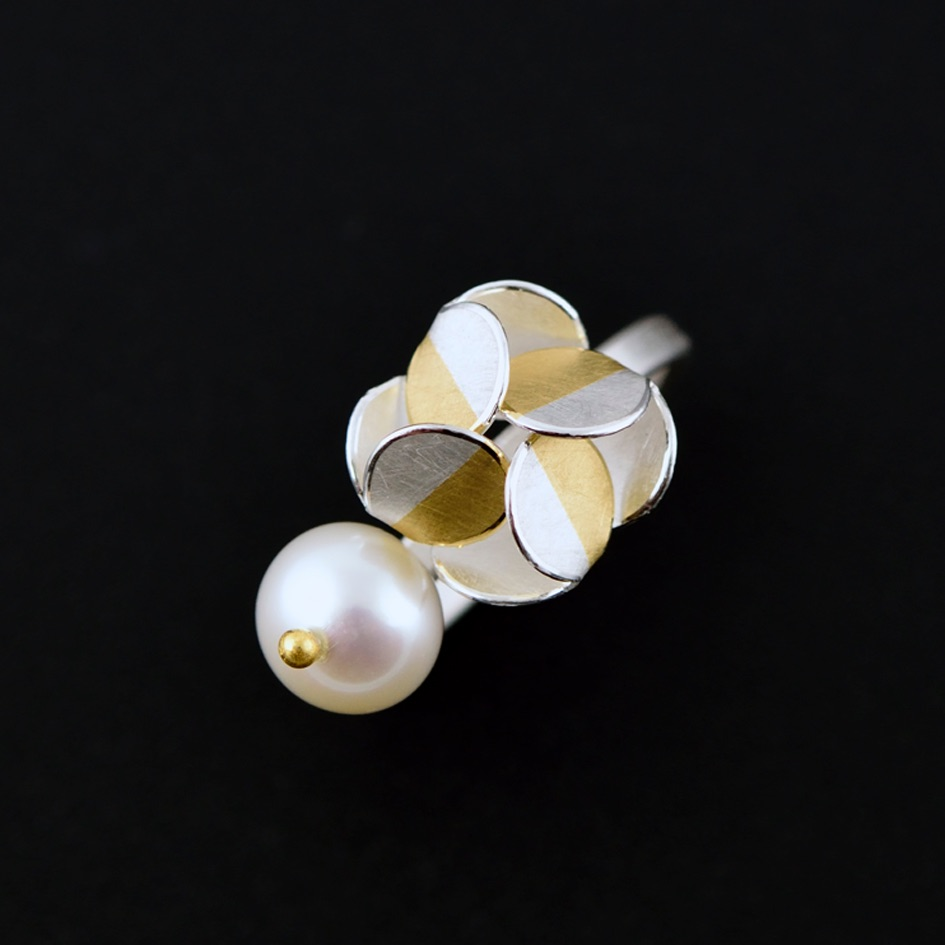 Windmill ring with pearl