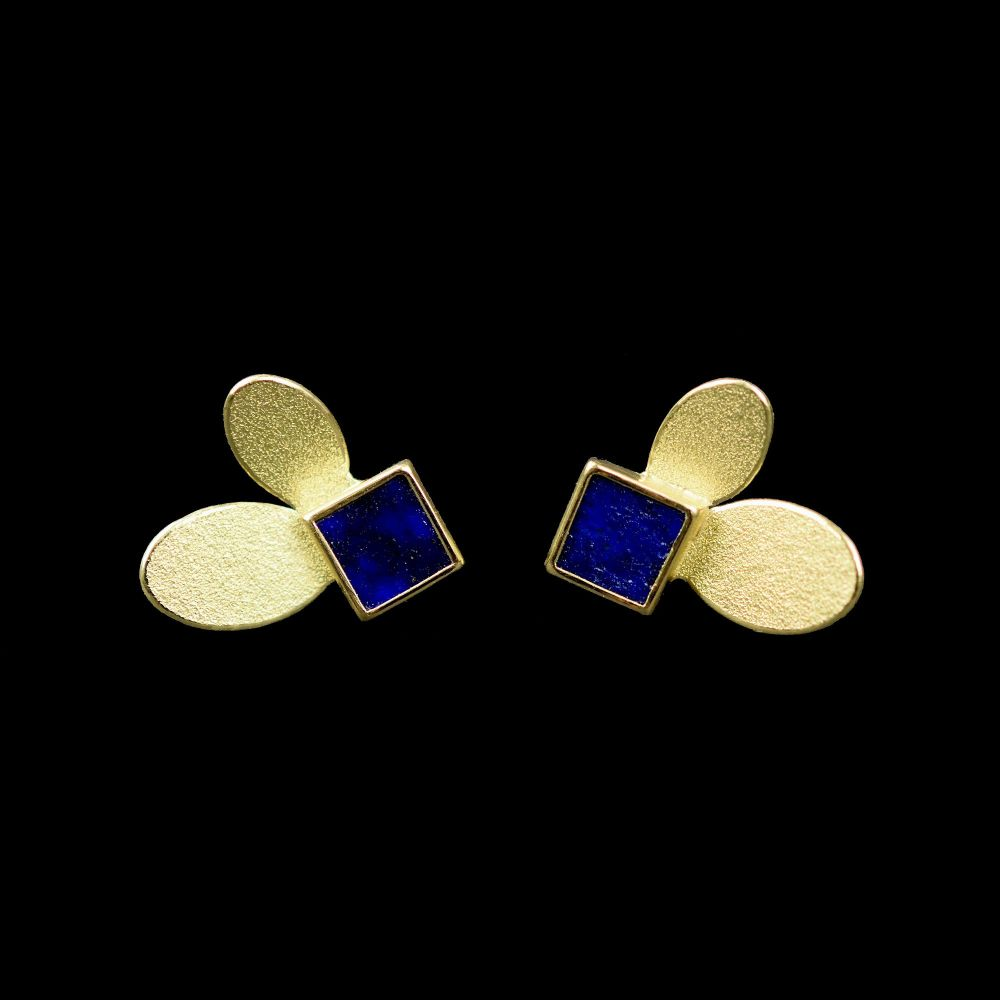 2 ovals gold earrings with lapis lazuli