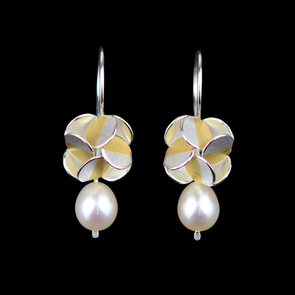 Windmill dangling earrings with pearl