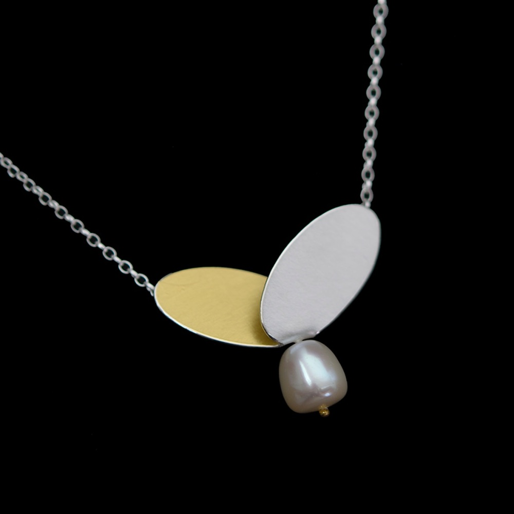 Wing pendant with pearl