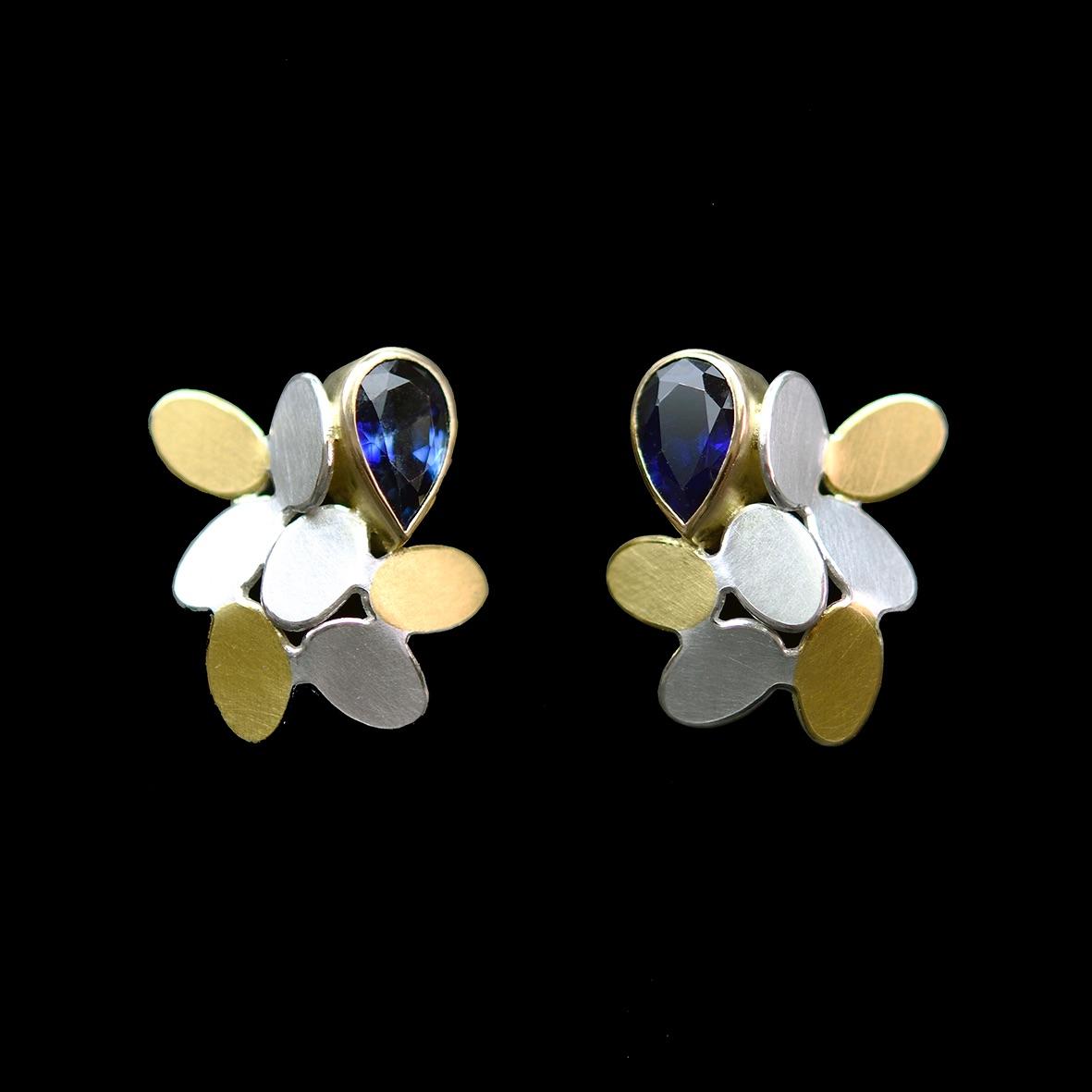 Random pattern sapphire earrings