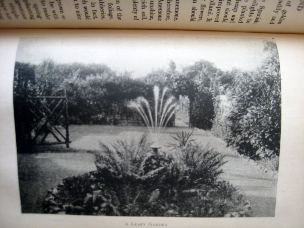 The Week-End Gardener, F. Hadfield Farthing, Grant Richards, London, 1st Edn., Reprinted 1920. Sample plate.