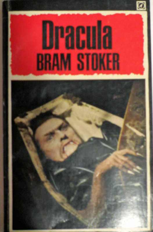 Front colour illustrated cover Dracula by Bram Stoker.