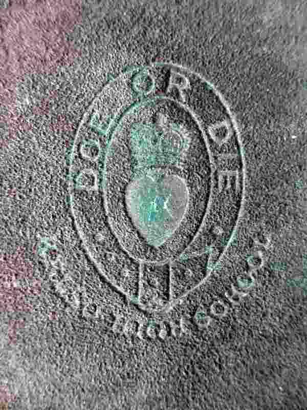 Details of the embossed emblem front face.