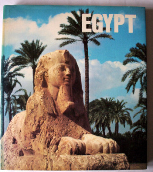 Egypt, by Pierre and Janine Soisson, Crescent Books, 1979. First Edition.