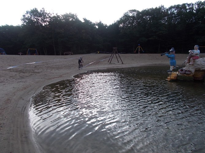 Beerbabe around lake