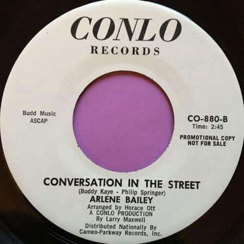 Arlene Bailey-Conversation in the street-Conlo E+